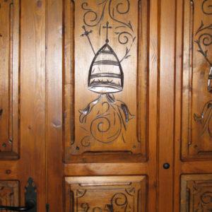 talla-puerta-iglesia-600x630